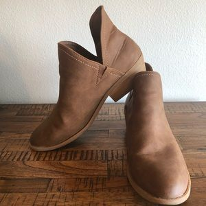 Universal thread boots size 11